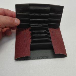 Tampone per carta abrasiva in gomma semplicissimo da usare – art. 031M - chiusura